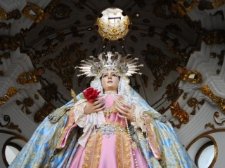Virgen de la Piedad Vestuary