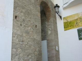 Puerta Real de la Villa y las murallas de la Medina